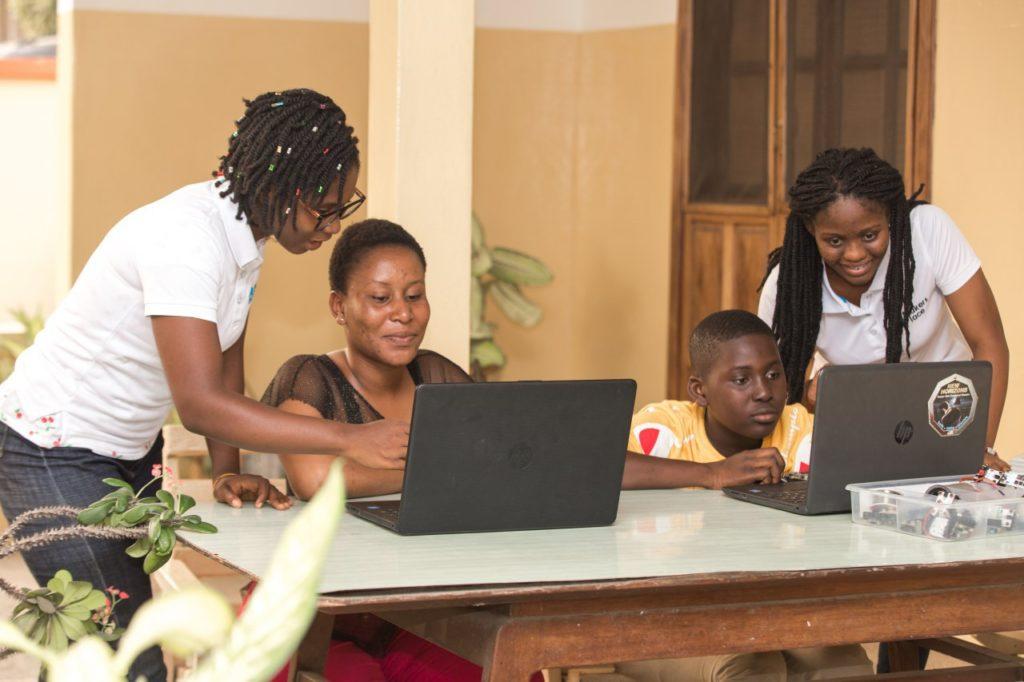 Makersplace Kids Training in robotics